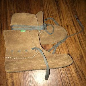 Sanuk boots